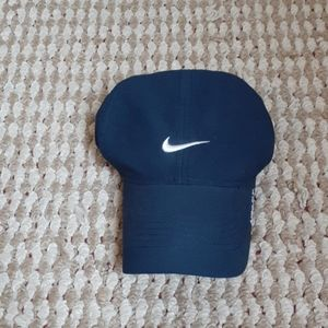 Navy Blue Nike hat. Hat is EXCELLENT CONDITION.